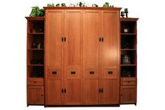 Queen size Mission Murphy Bed in Quarter Sawn Oak Wood and Mission finish Living Room Playroom, Basement Bedrooms, Closet Bedroom, Guest Bedrooms, Guest Room, Murphy Bed Plans, Murphy Beds, Craftsman Furniture, Mission Oak