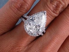 pear-shaped gorgeousness, engagement diamond ring. - 6.37 CT TW PEAR CUT DIAMOND ENGAGEMENT / WEDDING RING SET GORGEOUS...LOOKS LIKE 7 CARATS..VERY SPARKLY..ON SALE IN CHICAGO, IL