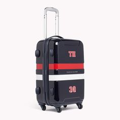 Start your travels off right with this mid-size easy-to-spot trolley. With Tommy Hilfiger signature colour stripes and logo at the centre.