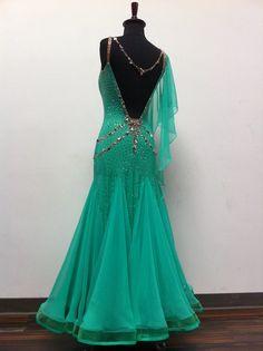 https://www.facebook.com/leniquedesignerdancewear/photos/pb.1641303142767111.-2207520000.1454680956./1695468500683908/?type=3