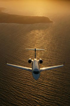 Challenger 300 (by Bombardier Aerospace) Jets Privés De Luxe, Luxury Jets, Luxury Private Jets, Small Private Jets, Private Plane, Jet Privé, Airplane Wallpaper, Plane And Pilot, Airplane Photography