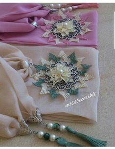 This post was discovered by Sev Scarf Jewelry, Needle Lace, Lace Making, Diy And Crafts, Cross Stitch, Brooch, Embroidery, Sewing, Crochet