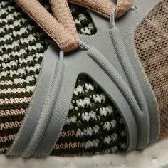 Stella McCartney x Adidas Ultra Boost Knit - Sneakers Madame Textiles, Sport Fashion, Fashion Shoes, Le Pilates, Fashion Details, Fashion Design, Knit Sneakers, Knit Shoes, Inspiration Mode