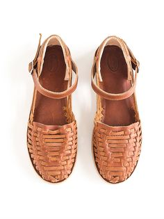 Our Market Huaraches are made from full grain leather. Full Grain refers to hides that have not been sanded, buffed, or snuffed (as opposed to corrected grain) to remove Sock Shoes, Cute Shoes, Me Too Shoes, Shoe Boots, Baby Shoes, Flat Shoes, Leather Sandals, Leather Boots, Looks Style