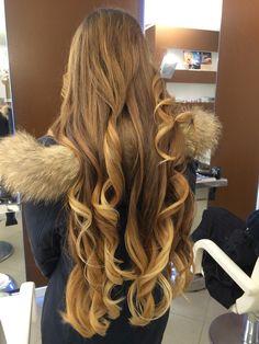 Shatush biondo miele... Una tecnica innovativa e giovanile che non ti crea il problema della ricrescita! Per info: Cel 3356934175 Spa, Long Hair Styles, Beauty, Elegant, Long Hairstyle, Long Haircuts, Long Hair Cuts, Beauty Illustration, Long Hairstyles