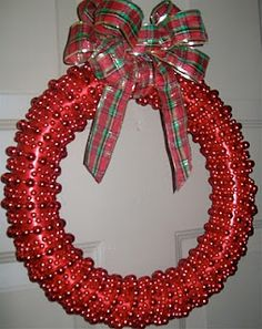 Cute Quick and Easy Christmas wreath...(and CHEAP!!!)