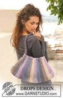 """DROPS felted bag in """"Eskimo"""", knitted from side to side in stripes. ~ DROPS Design"""