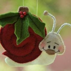 do snail without leaves and flower. Felt Ornaments Patterns, Fabric Christmas Ornaments, Felt Crafts Patterns, Felt Christmas Decorations, Handmade Christmas, Homemade Ornaments, Felt Birds, Felt Applique, Felt Fabric