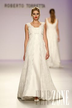 Roberto Torretta - Bridal - 2010 Collection - http://www.flip-zone.net/fashion/bridal/couture/roberto-torretta-1465