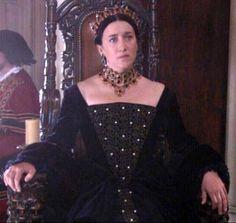 Rosanne looks like Catherine of Aragon. (The Tudors)
