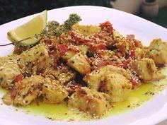 Χρυσαφένιες μπουκιές κοτόπουλου & Σαλάτα με προσούτο-παρμεζάνα !!! ~ ΜΑΓΕΙΡΙΚΗ ΚΑΙ ΣΥΝΤΑΓΕΣ Good Food, Yummy Food, Tasty, Cooking Tips, Cooking Recipes, Cookbook Recipes, Mediterranean Recipes, Greek Recipes, How To Cook Chicken