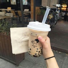 Literally I love boba tea 🍵 Brown Aesthetic, Aesthetic Food, Freelee The Banana Girl, Cute Food, Yummy Food, Delicious Snacks, Bubble Milk Tea, Eat This, Think Food
