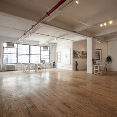 Bright loft space perfect for art shows, meetings and popups! Book this space for your next project! #nyceventspace #privateeventspace #eventspacerental #nyceventplanners #EventPlanning #EventPlanningny #nyclocationscout #nycvenues #locationscout #locationscouting #spaceinmotion #events #design #eventspace #photooftheday #eventdesign #decor #scout #locations #manhattan #nyc #newyork Event Space Nyc, Event Space Rental, Loft Spaces, Wall Spaces, Gallery Lighting, Location Scout, Lounge Furniture, Small Rooms, Bathroom Wall