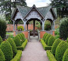 Ogród w stylu angielskim nie powinien być ogrodzony żadnym ...