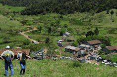 Amigos e parentes marcam presença em festa de despedida da família Molinari do Faxinal do Bepe, em Indaial.  Área será desapropriada para o Parque Nacional Serra do Itajaí