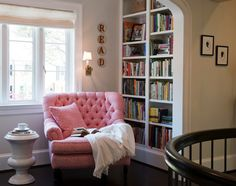 Adventures-in-Reading-20-Cozy-Nooks-To-Share-With-A-Book-14
