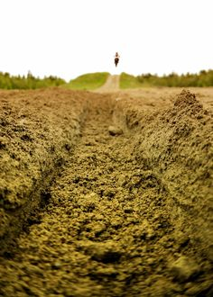 Inspiration To most looks like dirt, others know it's a motocross racers best friend.To most looks like dirt, others know it's a motocross racers best friend. Motocross Maschinen, Moto Enduro, Motocross Racer, Motorcycle Outfit, Motorcycle Clothes, Motorcycle Art, Dirtbikes, Bike Life, Isle Of Man