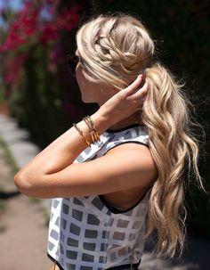 Coiffure cheveux attachés bouclés hiver 2015