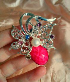 Rózsaszín márványköves bross strasszkövekkel és édesvízi fehér gyönggyel Beautiful, Jewelry, Jewellery Making, Jewerly, Jewelery, Jewels, Jewlery, Fine Jewelry, Accessories