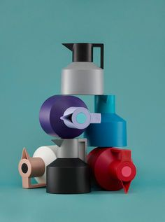The Geo thermoses by Normann Copenhagen fuse minimalist design with wonderfully bright and fashion-inspired color combinations.