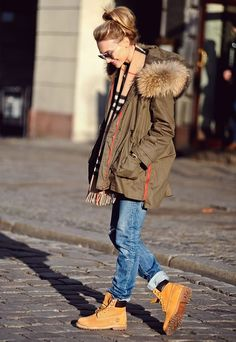 working-boots-parka-green-jeans-casual-street-style