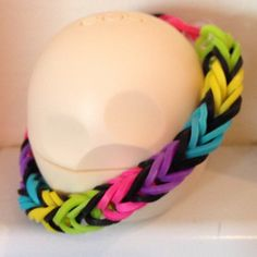 Color reference: Fishtail (Love the black between each color) Loom Band Patterns, Rainbow Loom Patterns, Rainbow Loom Creations, Bracelet Patterns, Rainbow Loom Fishtail, Rainbow Loom Bands, Rainbow Loom Bracelets, Loom Love, Fun Loom