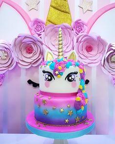 Y qué mejor manera de cerrar esta semana que con o - Decoración de Estilo Rústico Unicorn Themed Birthday, Birthday Cake, Bolo Laura, Bolo Neon, Cupcakes, Cupcake Cakes, Unicorn Foods, Unicorn Cakes, Unicorn Rainbow Cake