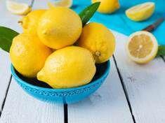 Skořápky od vajíček nevyhazujte. Hodí se jako hnojivo i zubní pasta - | Prostřeno.cz Lemon Health Benefits, Apple Benefits, Water Benefits, Diuretic Foods, Drinking Warm Lemon Water, Sugar Detox, Lower Blood Pressure, Apple Cider Vinegar, Natural Health
