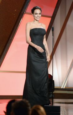 Pin for Later: All' eure Lieblingsstars drängelten sich bei den Hollywood Film Awards Angelina Jolie