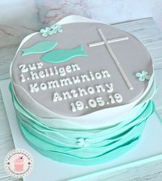 Cakes for baptism, confirmation and communion – Julia Bärwald - Frisur Ideen Mini Cakes, Cupcake Cakes, Baptism Party Favors, Confirmation Cakes, Communion Cakes, First Holy Communion, Morning Food, Celebration Cakes, Fondant