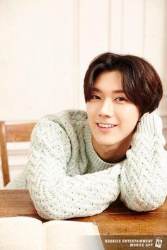 Ten I LOVE HIS SMILEEE
