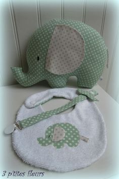 3 ptits ours 001 PlusBaby Bib & pacifier with toyMatching gift set for babyLove the set ideaEmail - gerlane da costa e silva gerlane costa - Outlook Quilt Baby, Baby Sewing Projects, Sewing For Kids, Baby Kind, Baby Love, Diy Bebe, Baby Couture, Sewing Toys, Baby Crafts