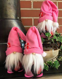 51 Valentine's Day Decoration Ideas – Valentine's Day Decoration – Valentine's Day … Valentine Day Wreaths, Valentine Decorations, Valentine Day Crafts, Holiday Crafts, Valentine's Day Quotes, Sock Crafts, Pinterest Crafts, Christmas Gnome, Spring Crafts