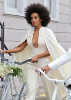 It's meant to be the day that you look your most flawless. But poor Solange Knowles had to deal with a serious case of angry red hives on her wedding day.MORE: Solange Knowles marries Alan FergusonBey. Celebrity Singers, Celebrity Style, Solange Knowles Wedding, Beyonce Knowles, Prom Looks, Couture Week, Wedding Attire, Fashion Beauty, Natural Hair Styles