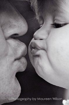 Family Photo Kiss me, daddy