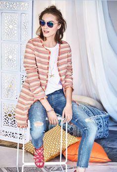Eine neue Sommerjeans muss her? Die schmale Form und die verkürzte Beinlänge sind jetzt in, hellblau und der Used-Look sowieso. #Jeans #Denim #Hose #Impressionenversand