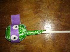 Use a green tootsie roll pop and wrap a bandanna made of construction paper around it for a ninja turtle sucker! Great party favor! Turtle Power Pops