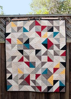 Sew Quilt Man the time is really flying! Where did summer go? I had a lot of sewing that I needed to get done in the last couple of weeks, and I managed to do quite a lot of it. The South Bay Area Modern Qu… Half Square Triangle Quilts, Square Quilt, Scrappy Quilts, Mini Quilts, Easy Quilts, Quilting Projects, Quilting Designs, Quilt Modernen, Contemporary Quilts