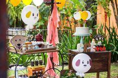 Aniversário de 2 anos do Caê | Macetes de Mãe Pet Shop, Puppies, Table Decorations, Party, 1, Furniture, Home Decor, 2 Year Anniversary, Harvest Table Decorations