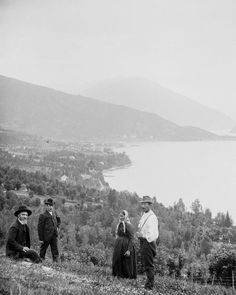 Portraits of dignity amid a stunning natural landscape. Bergen, Beautiful Norway, Simple Portrait, Zucchini Banana, Banana Bread, My Heritage, Far Away, Time Travel, Old Photos
