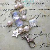 Kulkukorttikoru helmiä ja kristallia 30€