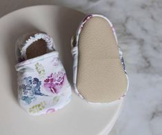 **PLEASE MEASURE YOUR BABIES FOOT BEFORE ORDERING** I would recommend to measure the length of your babies foot and then add 1/4 of wiggle room for growing little feet! My measurements for the shoes are as follows (please allow 1/8 difference): 0-6 Months 4.25 Made with Tan Sherpa Baby Girl Shoes, Girls Shoes, Baby Girls, Baby Feet, Baby Patterns, 6 Months, Style Icons, Girl Outfits, Slippers
