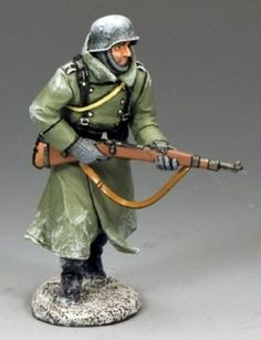 World War II German Winter BBG057 German Advancing with Rifle - Made by King and Country Military Miniatures and Models. Factory made, hand assembled, painted and boxed in a padded decorative box. Excellent gift for the enthusiast.