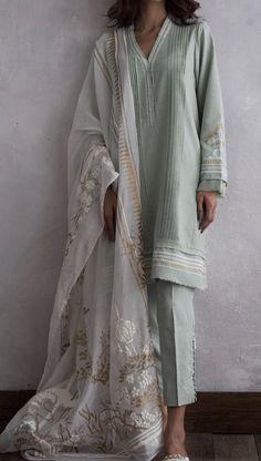 Nida Azwer drops her Eid Collection 2018 – Niftilicious Pakistani Dress Design, Pakistani Outfits, Indian Outfits, Kurta Designs, Dress Indian Style, Indian Wear, Anarkali, Lehenga Choli, Sharara