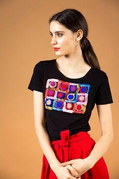 Black painted pom pom appliqué T-shirt - V I K T O R I A V A R G A Spring Shirts, Black Ribbon, Upper Body, Budapest, Evening Dresses, Applique, Spring Summer, T Shirt, Painting
