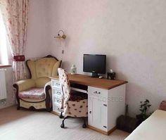 bílý nábytek Sweet Home Corner Desk, Sweet Home, Furniture, Home Decor, Corner Table, Decoration Home, House Beautiful, Room Decor, Home Furnishings