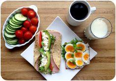 Speltlompe med philadeplhia light, salat, røkt skinke, cottage cheese, avokado, paprika og pepper