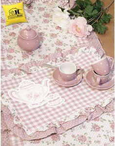 Tovaglietta americana Angelica Home & Country Collezione Rose Couture con stampa gommata Variante teiera