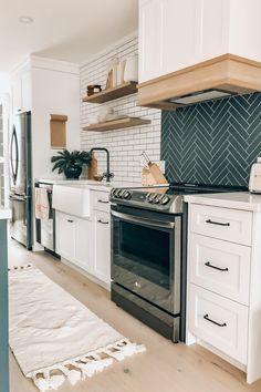Barn Kitchen, Home Decor Kitchen, Kitchen Interior, Home Kitchens, Kitchen Design, Kitchen Modern, Magnolia Kitchen, Dream Home Design, Updated Kitchen