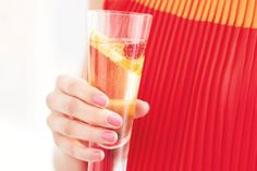 Mother's Day cocktails to make her smile - Canadian Living Festive Cocktails, Refreshing Cocktails, Fun Drinks, Yummy Drinks, Beverages, Christmas Drinks, Holiday Drinks, Tipsy Bartender, Make Her Smile